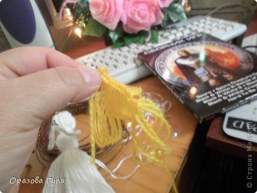 Помпоны удлиненные на туловище и волосы. фото 10