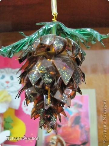Вот такие шишки я делаю из пластиковых бутылок. Принцип изготовления МК розы. фото 24