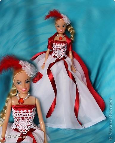 Как-то дочка попросила купить куклу в красивом бальном платье, я подумала, зачем деньги тратить на новую куклу, когда я сама могу сшить! Вот так появилось пока что первое платье  в гардеробе дочкиной Барби. фото 1