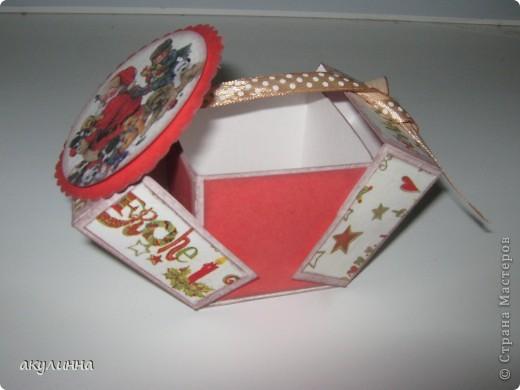 Коробочка сделана вот по этому мк http://whiffofjoy.blogspot.com/2010/07/baby-gift-box-by-inge-groot.html,  фото 1