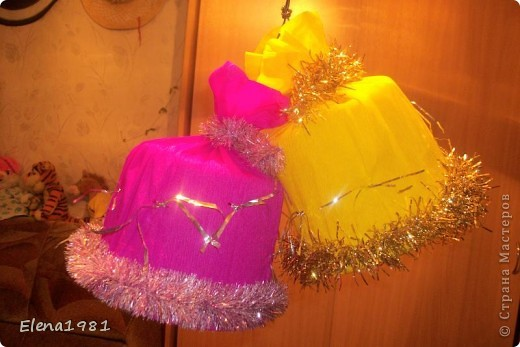 Вот такие колокольчики на городскую елку у нас получились из корзинок (из под мандарин) фото 1