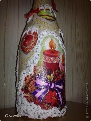 Уряяя! Я ее сделала! Моя первая праздничная подарочная бутылочка готова! Наверное, все же с декором я переборщила, так сказать, но уж очень хотелось сделать ее нарядной...  Кстати, может, кому-нибудь пригодится: бантики делала по этому МК (за что автору большое спасибо!) https://stranamasterov.ru/node/88739?c=favorite . фото 4