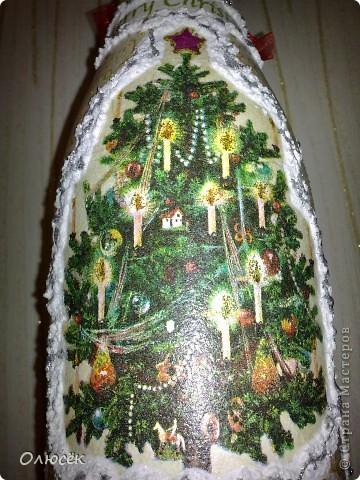 Уряяя! Я ее сделала! Моя первая праздничная подарочная бутылочка готова! Наверное, все же с декором я переборщила, так сказать, но уж очень хотелось сделать ее нарядной...  Кстати, может, кому-нибудь пригодится: бантики делала по этому МК (за что автору большое спасибо!) https://stranamasterov.ru/node/88739?c=favorite . фото 11