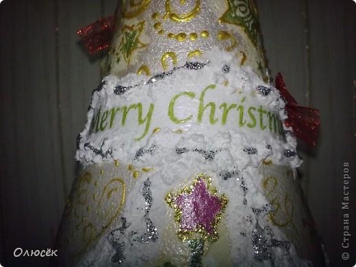 Уряяя! Я ее сделала! Моя первая праздничная подарочная бутылочка готова! Наверное, все же с декором я переборщила, так сказать, но уж очень хотелось сделать ее нарядной...  Кстати, может, кому-нибудь пригодится: бантики делала по этому МК (за что автору большое спасибо!) https://stranamasterov.ru/node/88739?c=favorite . фото 10