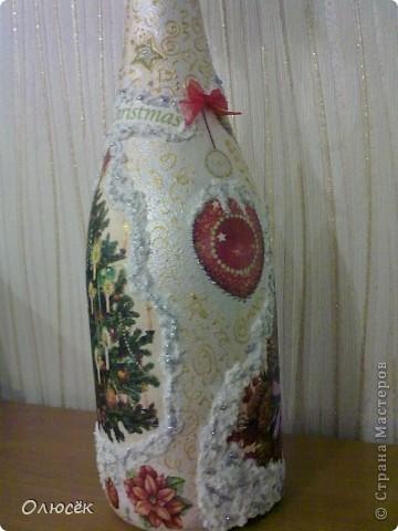 Уряяя! Я ее сделала! Моя первая праздничная подарочная бутылочка готова! Наверное, все же с декором я переборщила, так сказать, но уж очень хотелось сделать ее нарядной...  Кстати, может, кому-нибудь пригодится: бантики делала по этому МК (за что автору большое спасибо!) https://stranamasterov.ru/node/88739?c=favorite . фото 9