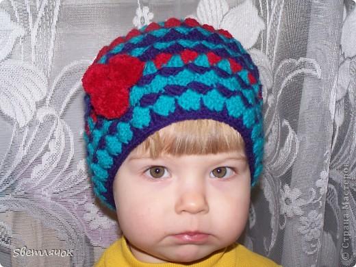 Шапочка по МК Голубки, только у нее там вязанная  кепочка фото 2