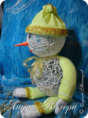 Мой второй снеговик.  Вот такой он у меня получился с ручками и ножками. фото 3