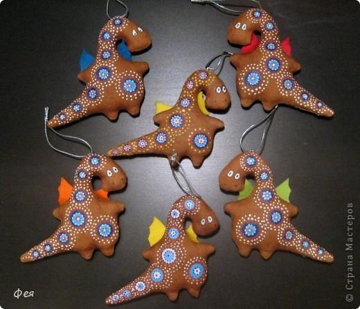 Готовилась я к выставке ярмарке новогодней , нашила - расписала 10 кофейных дракончиков , для поддержания новогодней тематики и расширения ассортимента и ценового диапазона:))) дракошами вдохновлялась тут: https://stranamasterov.ru/node/277714?tid=1136 фото 21