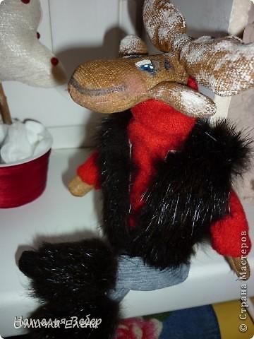 """Открывает его лосик от """"ЛеНкина"""".Вот такой печенюшный лосик!!!Ароматный,я в этом уверена,вгзляд озорной!!!Веночек получился яркий-праздничный.Леночка,молодечика!!! фото 7"""