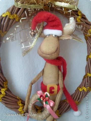 """Открывает его лосик от """"ЛеНкина"""".Вот такой печенюшный лосик!!!Ароматный,я в этом уверена,вгзляд озорной!!!Веночек получился яркий-праздничный.Леночка,молодечика!!! фото 23"""