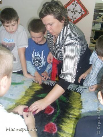 В этом году, на школьном фестивале, нам пришлось защищать прекрасную страну ТУРЦИЮ!!! Для выставки декоративно прикладного искусства мы сваляли ковёр! фото 6