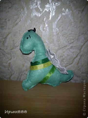 Захотелось сделать эти забавные игрушки на елку,А подходящей ткани под рукой не было,тогда на помощь пришли салфетки фото 5