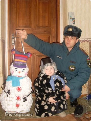 Как и миллионы родителей России, мы получили задание в детском саду, сделать поделки к Новому году! Но нашу семью это не пугает, только решили, что Алексей обязательно должен во всём этом принять активное участие, что будет полезно для его развития. фото 7