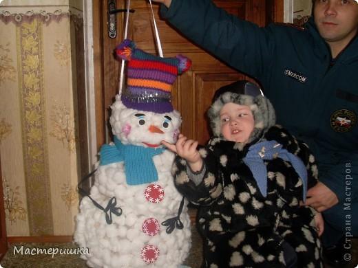 Как и миллионы родителей России, мы получили задание в детском саду, сделать поделки к Новому году! Но нашу семью это не пугает, только решили, что Алексей обязательно должен во всём этом принять активное участие, что будет полезно для его развития. фото 6