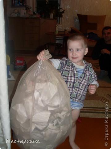Как и миллионы родителей России, мы получили задание в детском саду, сделать поделки к Новому году! Но нашу семью это не пугает, только решили, что Алексей обязательно должен во всём этом принять активное участие, что будет полезно для его развития. фото 2