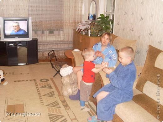 Как и миллионы родителей России, мы получили задание в детском саду, сделать поделки к Новому году! Но нашу семью это не пугает, только решили, что Алексей обязательно должен во всём этом принять активное участие, что будет полезно для его развития. фото 5