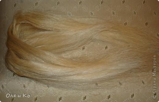 Здравствуйте, дорогие жители Страны Мастеров. Не претендуя на оригинальность, хочу показать, как из фактически бросового материала сделать волосы для куклы.  фото 1