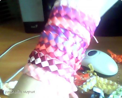 Плоская фенечка из ленточек 2. Еще один способ плетения фенечек из лент .