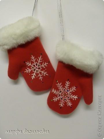 Новый год к нам мчится,скоро все случится. Как приятно делать игрушки,подарки своими руками.Вот,например,я больше люблю дарить ,чем получать.В новый год одарить хочется каждого встречного и поэтому надо сделать всего много.Свободного времени практически нет,Стаханов отдыхает. фото 1