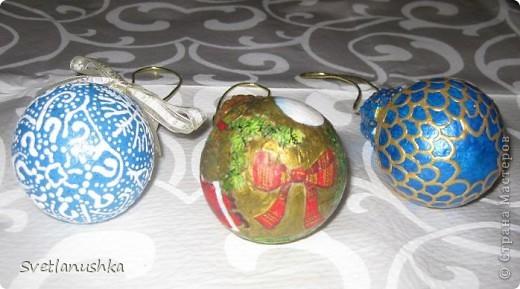 На Новый год мы всегда ставим искусственную елочку, она у нас большая и красивая! А для аромата ставим несколько веточек. в этом году  выбрали сосновые, и украсили их исключительно самодельными игрушками, созданными благодаря Стране мастеров! фото 3