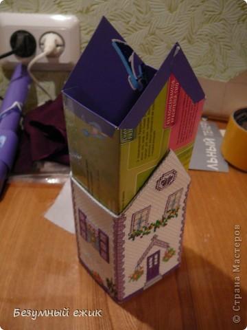 """Вот такой домик получился в подарок одной хорошей девочке. Он открывается и в нем можно хранить какие-нибудь детские сокровища. Домик вышит по схеме из книги Мэг Эвершед - """"Объемная вышивка крестом"""". А мастер класс решила сделать потому, что собран мой домик не так, как у автора. Там домики в виде саше, соединены с крышей, а в моем крышу можно снять. фото 7"""