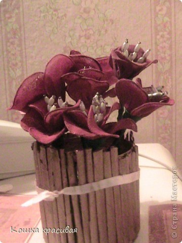"""Яркие капроновые цветы в """"золотистой корзине"""" в подарок золотому человеку фото 2"""
