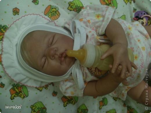 Первая изготовленная мной кукла-реборн. Дебют.  Кукла расписана специальными красками гинезис, закреплена маттварнишем, реснички и волосы прошиты нежным махером, утяжелена кукла стекло и пластикогранулятом, набита синтепоном. Родилась малышка 23 февраля, рост 50см., вес около 3 кг. Должен был быть мальчик, а получилась девочка, я назвала её Соней. Познакомьтесь! фото 6