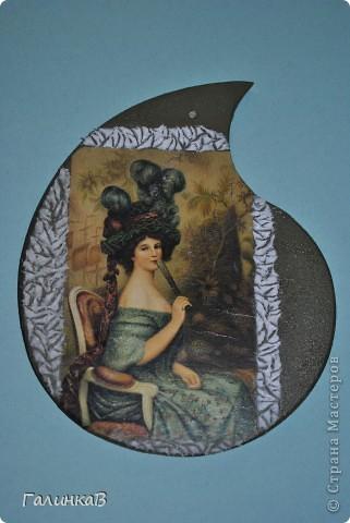 Вот такая досочка у меня получилась! Доска имеет форму палитры художника и поэтому я решила, что сюда подойдет именно эта дама, как будто позирующая художнику 18 века. фото 3