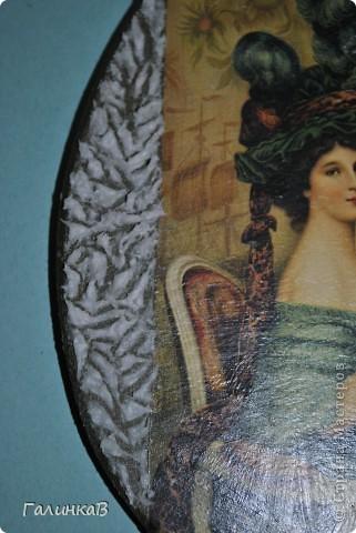 Вот такая досочка у меня получилась! Доска имеет форму палитры художника и поэтому я решила, что сюда подойдет именно эта дама, как будто позирующая художнику 18 века. фото 8