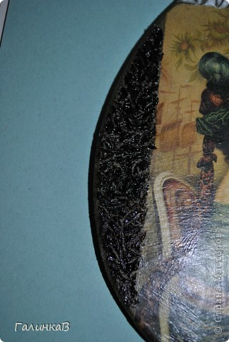 Вот такая досочка у меня получилась! Доска имеет форму палитры художника и поэтому я решила, что сюда подойдет именно эта дама, как будто позирующая художнику 18 века. фото 6