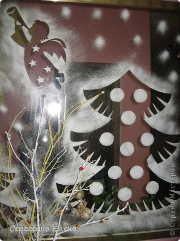 3.Это огромное зеркало в вестибюле детского сада.  2.1-ый шаг- вырезаю трафареты из бумаги.  2-ой - смачиваю водой...