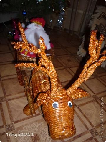 Вот такой оленёнок везёт подарки для детей. Размер работы - 1.7 метра в длину и 1 метра в высоту. фото 3