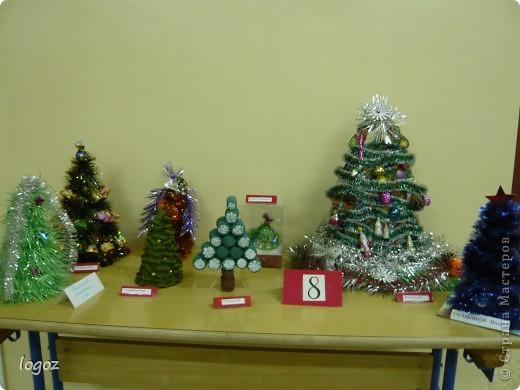 В канун Нового года в детском саду проводился конкурс ёлочек. Это ёлочки нашей группы с моей ёлкой в центре. фото 5