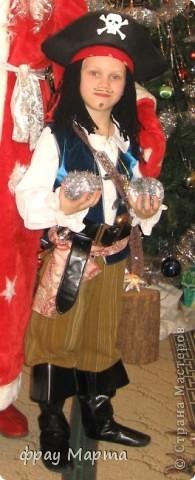 Отважный пират! Этот костюм шился в 2010 году для сына знакомой на садиковский утренник. Позднее костюм был доработан и дополнен новыми деталями. Думаю это уже окончательный вариант. фото 3