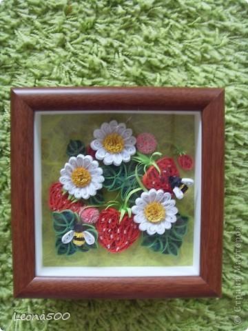 Картина панно рисунок Квиллинг Клубничка Бисер Бумага Бумажные полосы Картон Клей фото 1.