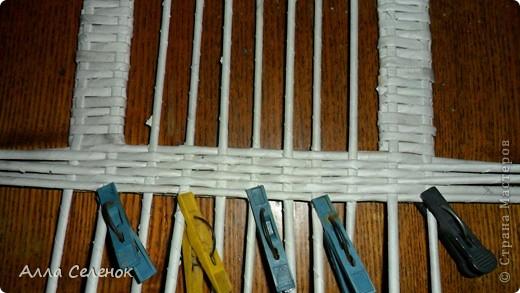 Мастер-класс Поделка изделие Рама паспарту Декупаж Плетение Плетение рамочки Бумага газетная Картон гофрированный Клей Краска Салфетки Трубочки бумажные фото 14