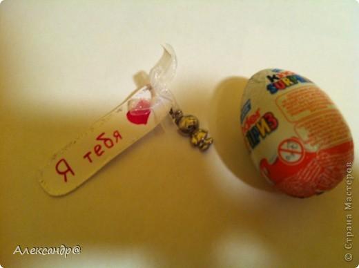 Как оформить девушке подарок из киндер сюрпризов zaynutdinov.ru