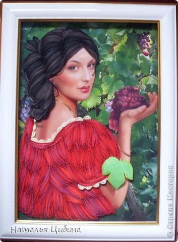 Картина панно рисунок Бумагопластика Квиллинг Девушка с виноградом Бумага фото 3