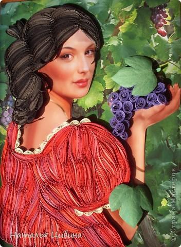 Картина панно рисунок Бумагопластика Квиллинг Девушка с виноградом Бумага фото 1