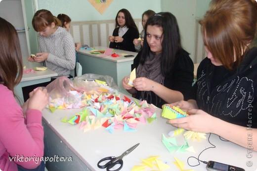 """На уроках проектной деятельности учащиеся 11 класса выбрали тему проекта """"Оформление группы детского сада в технике модульного оригами"""". На сборку модулей и самих работ ушло около 2-х месяцев фото 2"""
