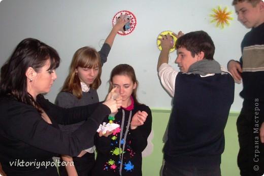 """На уроках проектной деятельности учащиеся 11 класса выбрали тему проекта """"Оформление группы детского сада в технике модульного оригами"""". На сборку модулей и самих работ ушло около 2-х месяцев фото 4"""