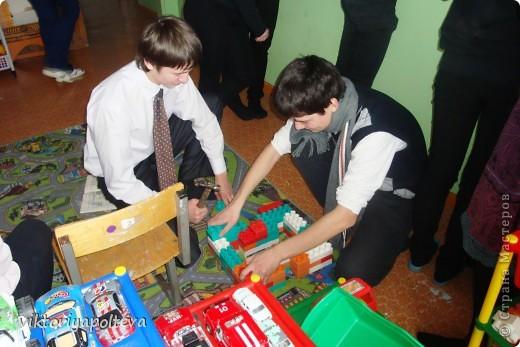"""На уроках проектной деятельности учащиеся 11 класса выбрали тему проекта """"Оформление группы детского сада в технике модульного оригами"""". На сборку модулей и самих работ ушло около 2-х месяцев фото 10"""