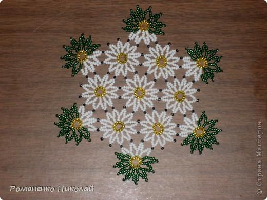 ...что на схеме цветки-спирали, наконец, закручиваются в - Мастер класс плетения ажурной салфетки из бисера.