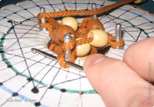 Моя подруга попросила сплести ПОЯС из веревки. Я использовал ШАБЛОН, о котором недавно писал. Получился плетеный жгут с деревянными бусинами. фото 2