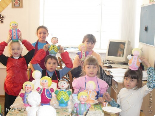 первоклашки со своими куклами
