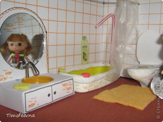 """Приветствую гостей своего блога! Добралась сегодня до компьютера и """"раздаю долги"""", обещанные мастер-классы. В этом блоге я покажу как можно сделать ванную комнату для маленьких куколок- 7-10 см. Такую комнату я уже показывала в своём <a href=""""http://stranamasterov.ru/node/176652"""">пупсиковом домике</a> , только немного попроще, но и эта тоже очень простая в изготовлении! Используется бросовый материал и, если не считать сушку солёного теста, делается буквально часа за полтора. Но и тесто, при желании можно заменить на пластилин, в принципе, мебелью этой играют не часто, больше для красоты она стоит (по крайней мере, у моих детей) фото 1"""