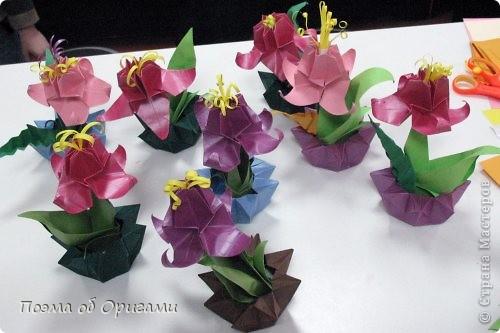 Эта композиция выглядит очень эффектно за счет того, что и ваза, и бутон цветка имеют в своей основе восьмиугольник. На начальных этапах они складываются идентично, что должно компенсировать небольшую сложность для складывания их новичками в оригами. На этот МК меня вдохновили две волшебные работы. Во-первых, это очень красивая вазочка. МК смотрите здесь: http://stranamasterov.ru/node/49943?tid=451%2C560 А во-вторых, это работа под название Цветущий куст. Как складывать стебель цветка и бутон смотрите здесь: http://stranamasterov.ru/node/84154?tid=451%2C560. фото 9