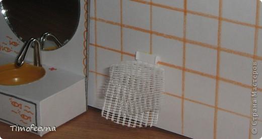 """Приветствую гостей своего блога! Добралась сегодня до компьютера и """"раздаю долги"""", обещанные мастер-классы. В этом блоге я покажу как можно сделать ванную комнату для маленьких куколок- 7-10 см. Такую комнату я уже показывала в своём <a href=""""http://stranamasterov.ru/node/176652"""">пупсиковом домике</a> , только немного попроще, но и эта тоже очень простая в изготовлении! Используется бросовый материал и, если не считать сушку солёного теста, делается буквально часа за полтора. Но и тесто, при желании можно заменить на пластилин, в принципе, мебелью этой играют не часто, больше для красоты она стоит (по крайней мере, у моих детей) фото 35"""