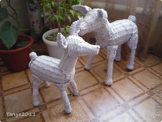 """У нас появился оленёнок. Пока станет теплее, сплету оленя. Тогда и """"облагородятся"""" лаком всей семьёй. фото 2"""