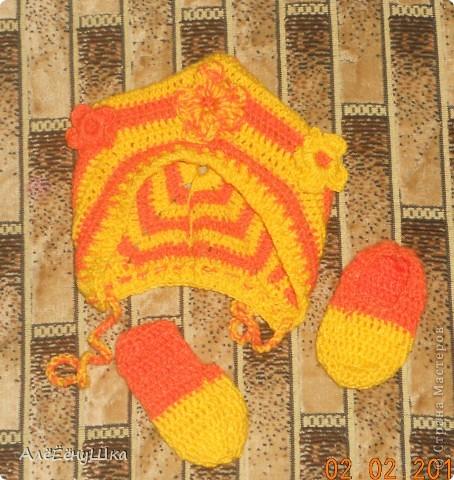 описание http://babyknitting.ru/2010/07/26/chepchik-rozovoe-ocharovanie-dlya-novorozhdennyx-svyazannyj-kryuchkom/#more-516 фото 1